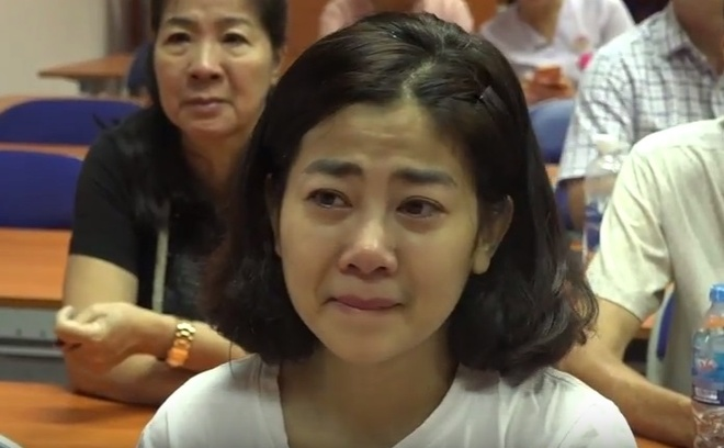 Dien vien Mai Phuong khoc trong ngay duoc xuat vien hinh anh