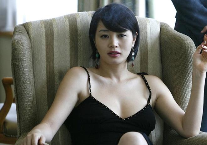 My nhan Kim Hye Soo tuoi U50: Bieu tuong goi cam bi tieng e chong hinh anh