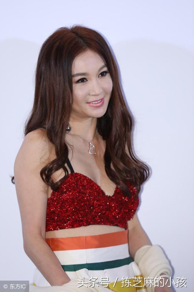 Gu thoi trang cua 'Phan Kim Lien' On Bich Ha o tuoi 52 hinh anh 9