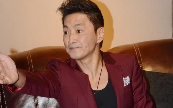'Trien Chieu' Ha Gia Kinh o tuoi U60: 'Khong buon vi song doc than' hinh anh