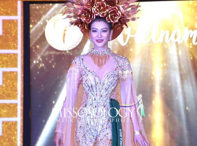 Dai dien Viet Nam gianh giai vang trang phuc dan toc o Miss Earth 2018 hinh anh
