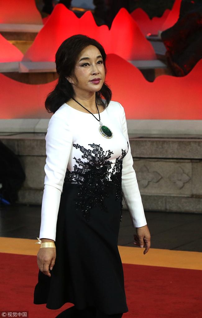 Lam Tam Nhu tre trung tren tham do sau khi bi che nhan sac gia nua hinh anh 6
