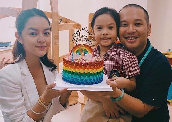 Pham Quynh Anh va Quang Huy ben nhau mung sinh nhat con gai hinh anh 1