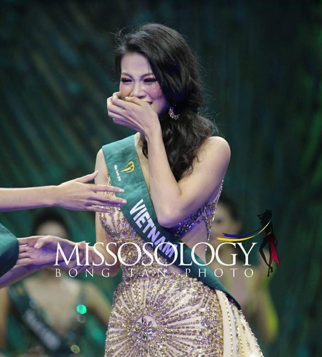 Phuong Khanh dang quang Miss Earth anh 2