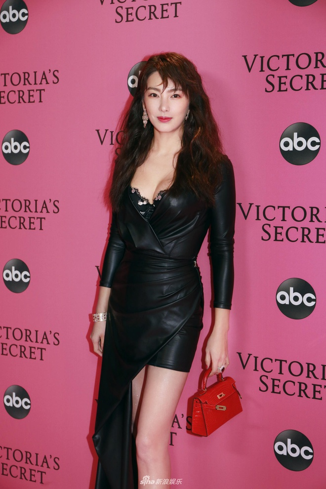 Truong Vu Ky bi che khi du tham hong Victoria's Secret Show 2018 hinh anh 1