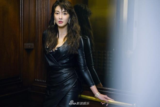 Truong Vu Ky bi che khi du tham hong Victoria's Secret Show 2018 hinh anh 3