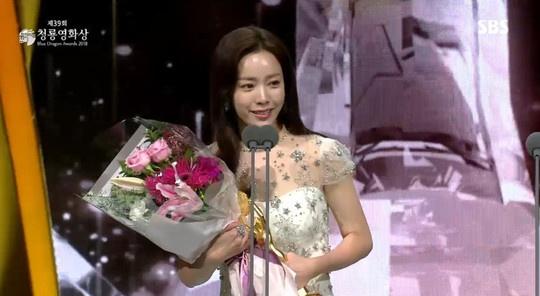 Han Ji Min - sao nu gay tranh cai tro thanh anh hau Han Quoc hinh anh 2