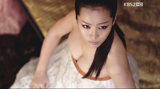 Han Ji Min - sao nu gay tranh cai tro thanh anh hau Han Quoc hinh anh 4