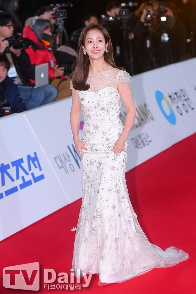 Han Ji Min - sao nu gay tranh cai tro thanh anh hau Han Quoc hinh anh 1