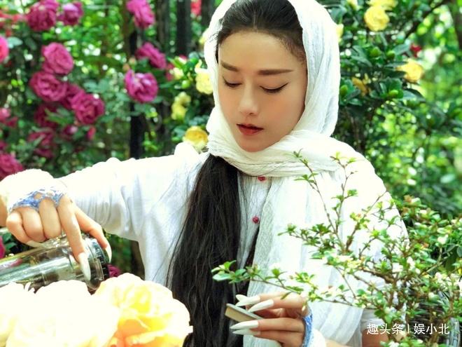 'Mai Sieu Phong' o tuoi 60 - nu trieu phu tre dep showbiz Trung Quoc hinh anh 1