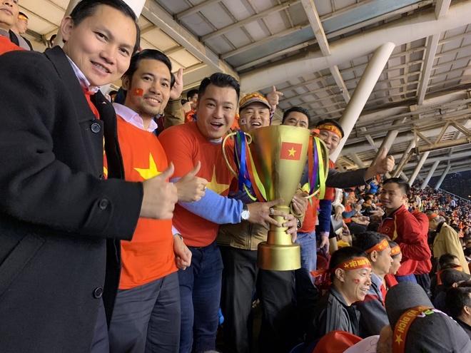 Hang loat sao Viet xuong duong di bao mung chuc vo dich AFF Cup 2018 hinh anh 8