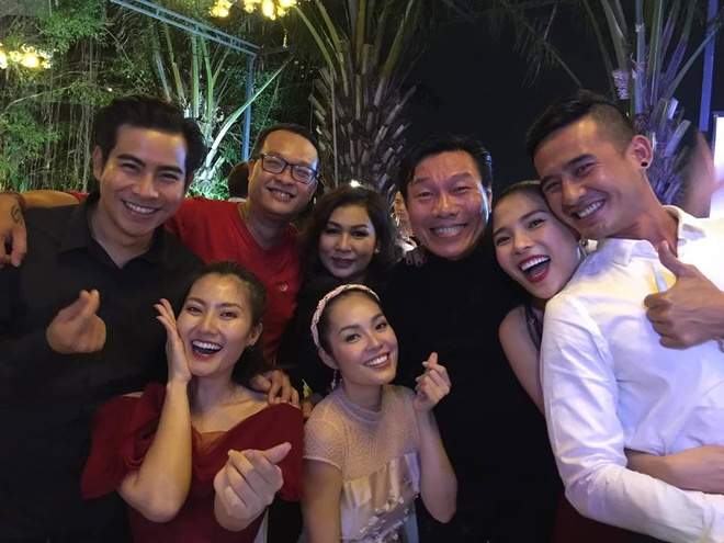 Dan nghe si Viet du le cuoi cua Truong Nam Thanh trong dem Noel hinh anh 2