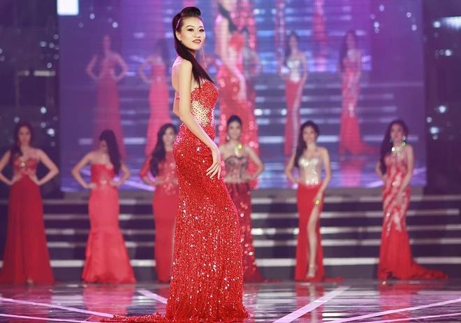 Kim Anh trong một cuộc thi nhan sắc.