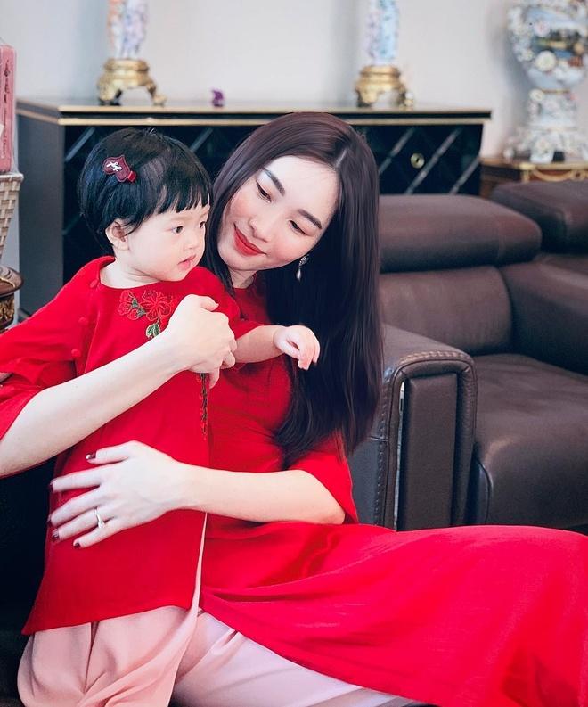 Con trai Dan Truong o My voi me, Dang Thu Thao don Tet ben con hinh anh 4