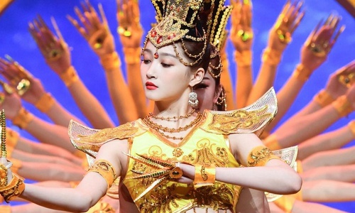 My nhan Quan Hieu Dong bi phan doi khi mua 'Phat ba nghin tay' hinh anh