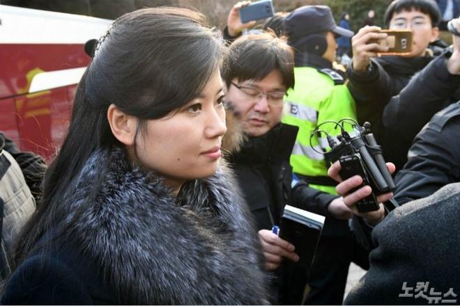 Nhan sac nu ca si quyen luc thap tung ong Kim Jong Un den Ha Noi hinh anh 5