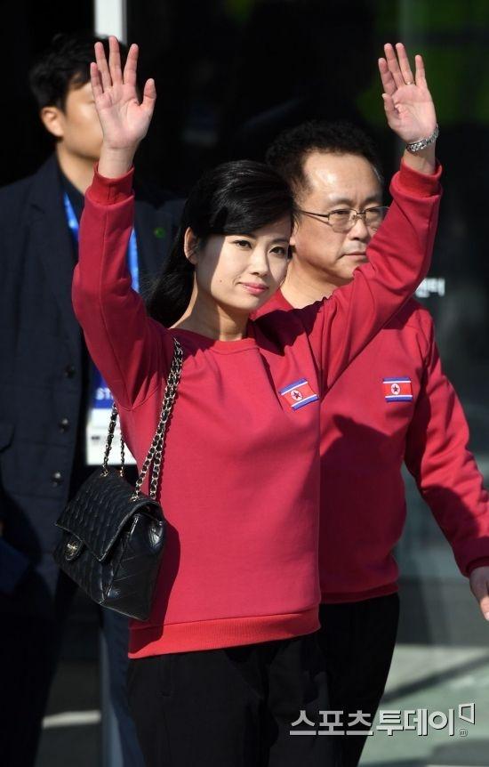 Nhan sac nu ca si quyen luc thap tung ong Kim Jong Un den Ha Noi hinh anh 7