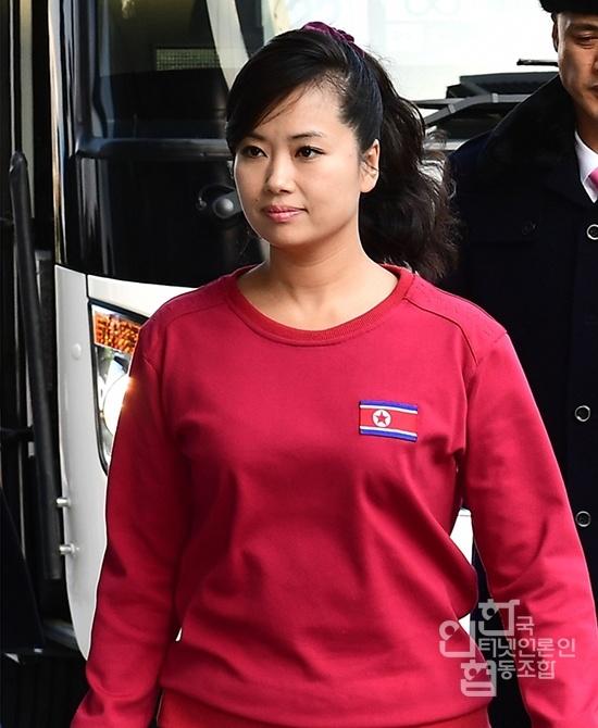 Nhan sac nu ca si quyen luc thap tung ong Kim Jong Un den Ha Noi hinh anh 9