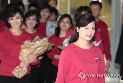 Nhan sac nu ca si quyen luc thap tung ong Kim Jong Un den Ha Noi hinh anh 8