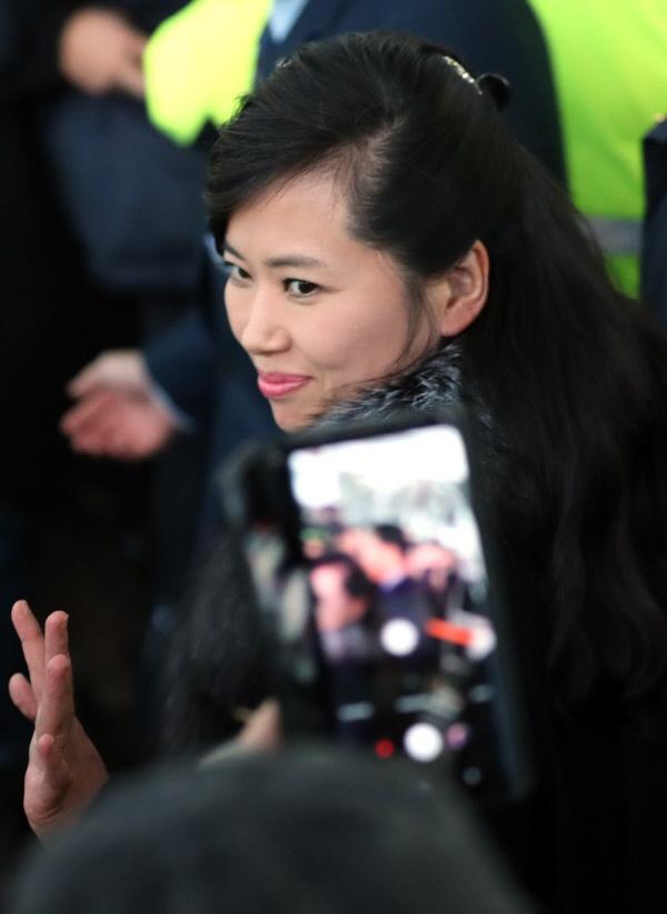 Nhan sac nu ca si quyen luc thap tung ong Kim Jong Un den Ha Noi hinh anh 6