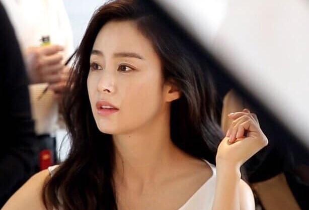 Kim Tae Hee mang bau lan hai anh 1