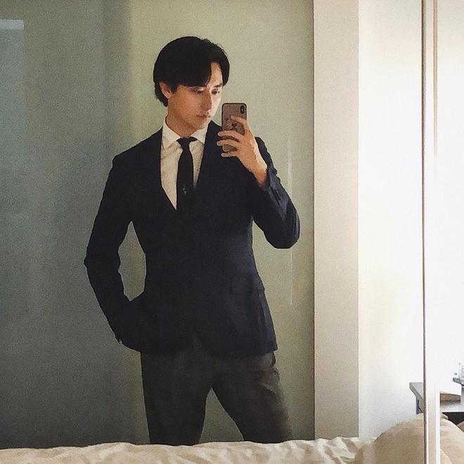 Rocker Nguyen tro lai ve nam than sau thoi gian gay go xuong sac hinh anh 2