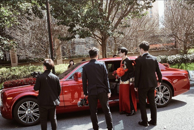 Thieu gia TQ tang Rolls-Royce trieu USD mung cuoi MC xinh dep hinh anh 5