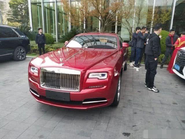 Thieu gia TQ tang Rolls-Royce trieu USD mung cuoi MC xinh dep hinh anh 7