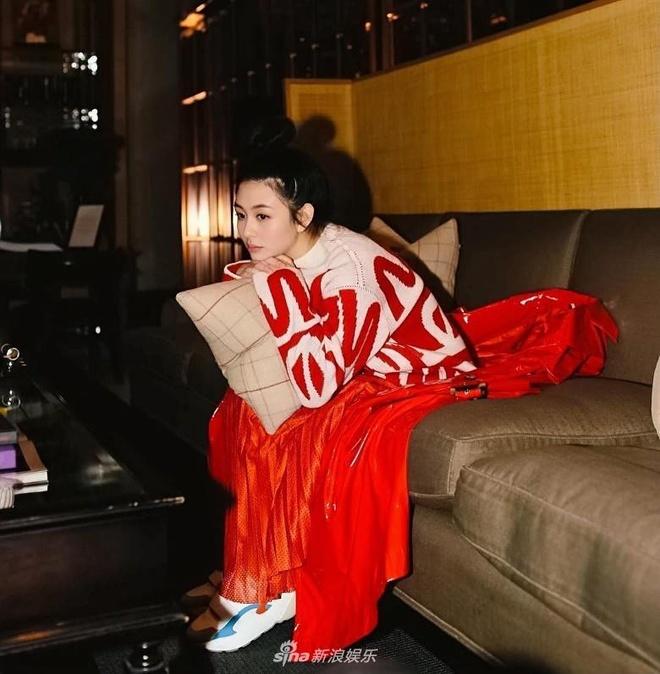 Con gai 'bieu tuong goi cam Hong Kong' duoc khen dep khong kem me hinh anh 6