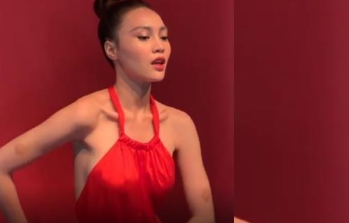 Ninh Duong Lan Ngoc qua gay go khi tao dang truoc ong kinh hinh anh 2