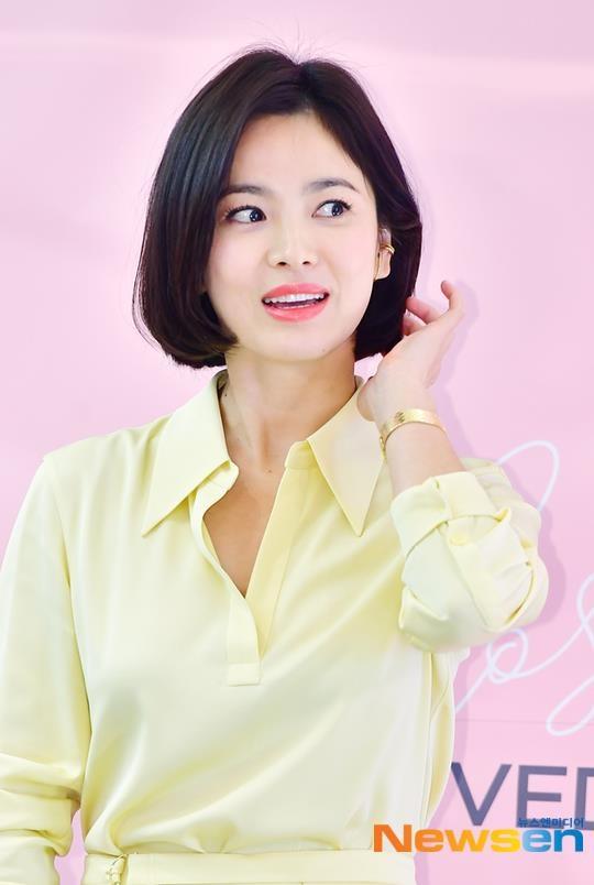 Song Hye Kyo xuat hien tuoi tre, khong phat ngon ve tin ly hon hinh anh 1