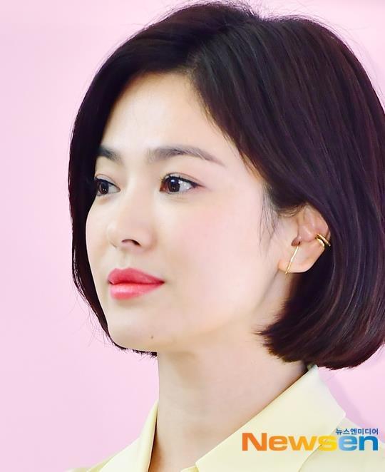 Song Hye Kyo xuat hien tuoi tre, khong phat ngon ve tin ly hon hinh anh 2