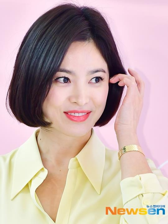 Song Hye Kyo xuat hien tuoi tre, khong phat ngon ve tin ly hon hinh anh 4