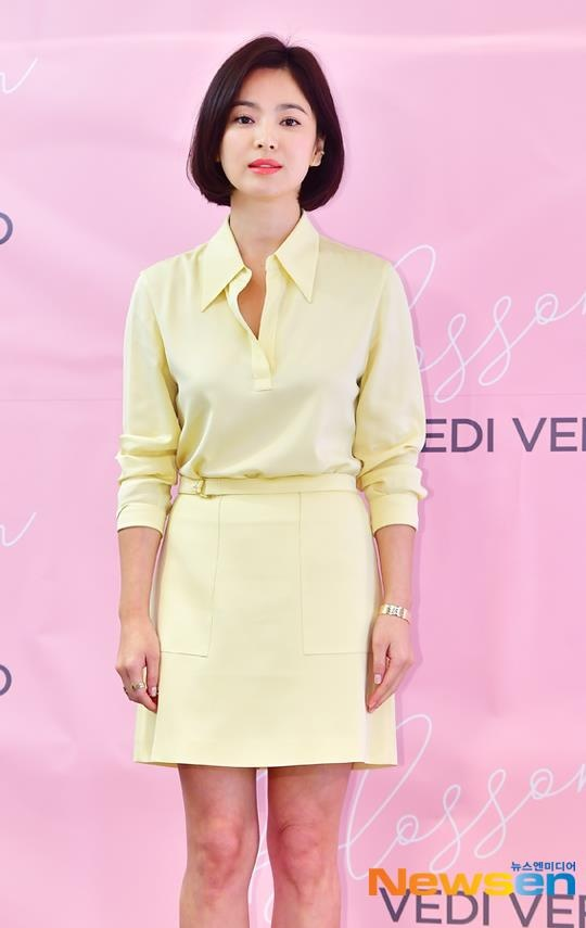 Song Hye Kyo xuat hien tuoi tre, khong phat ngon ve tin ly hon hinh anh 5