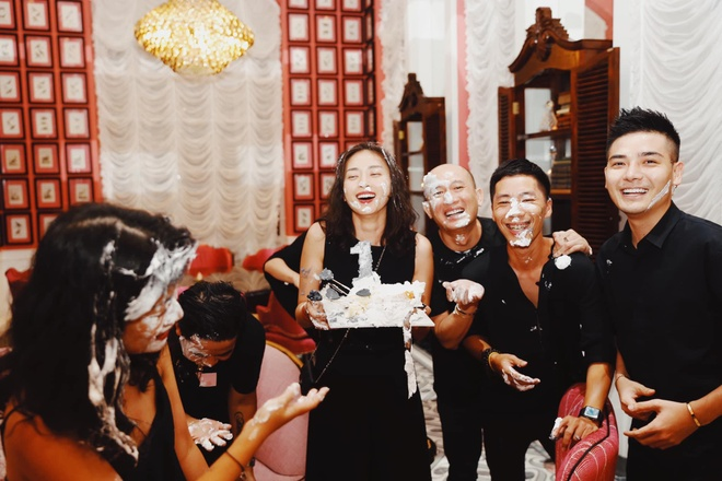 Nha Phuong khoe eo thon,  Giang My goi cam anh 6