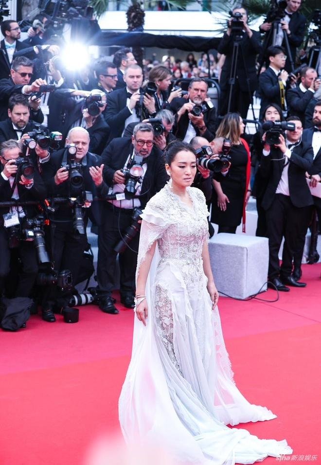 Theo Sina, Củng Lợi là ngôi sao châu Á được chú ý nhất trên thảm đỏ khai mạc Cannes lần thứ 72.