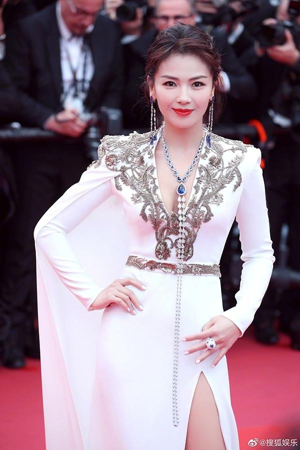Nữ diễn viên Thiên long bát bộ Lưu Đào lần đầu dự thảm đỏ Cannes. Chia sẻ cảm xúc khi lần đầu tới Cannes, Lưu Đào nói: