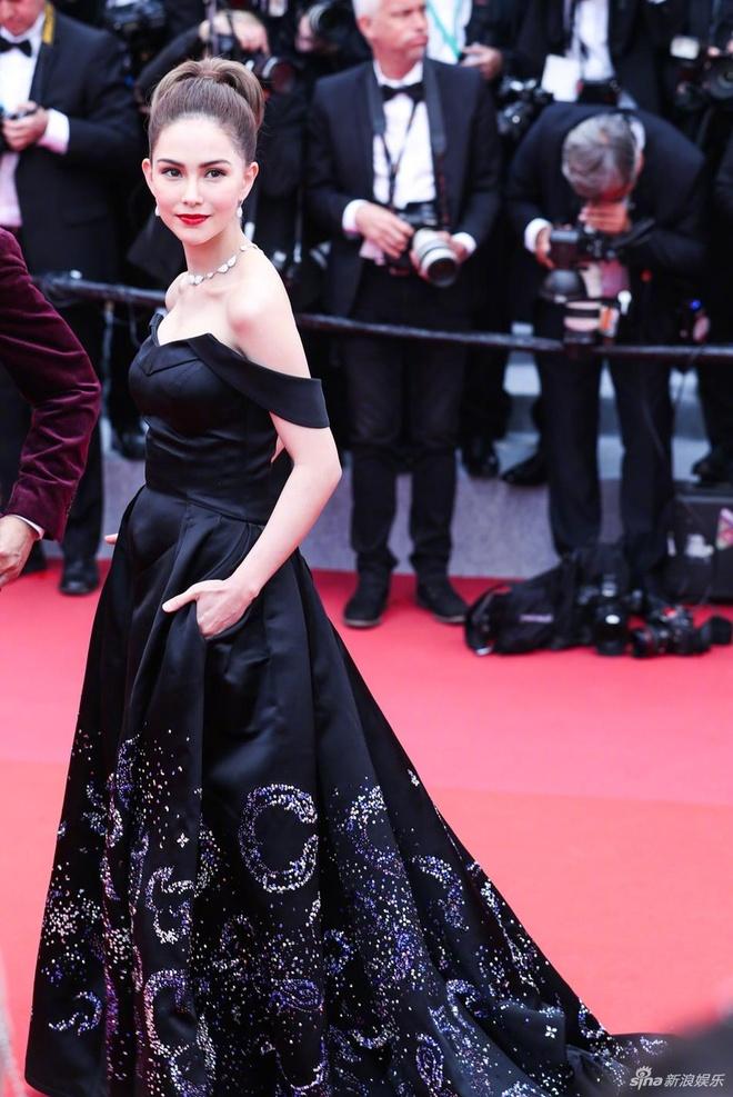 Châu Kiệt Luân cũng tới Pháp để ủng hộ các sự kiện của vợ. Thời gian tới, Côn Lăng sẽ tập trung hơn cho lĩnh vực diễn xuất.