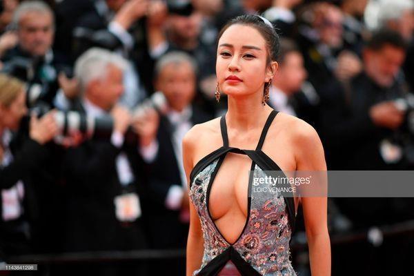 'My nhan Kung Fu' Trung Quoc gay tranh cai vi mac tao bao tren tham do hinh anh 1