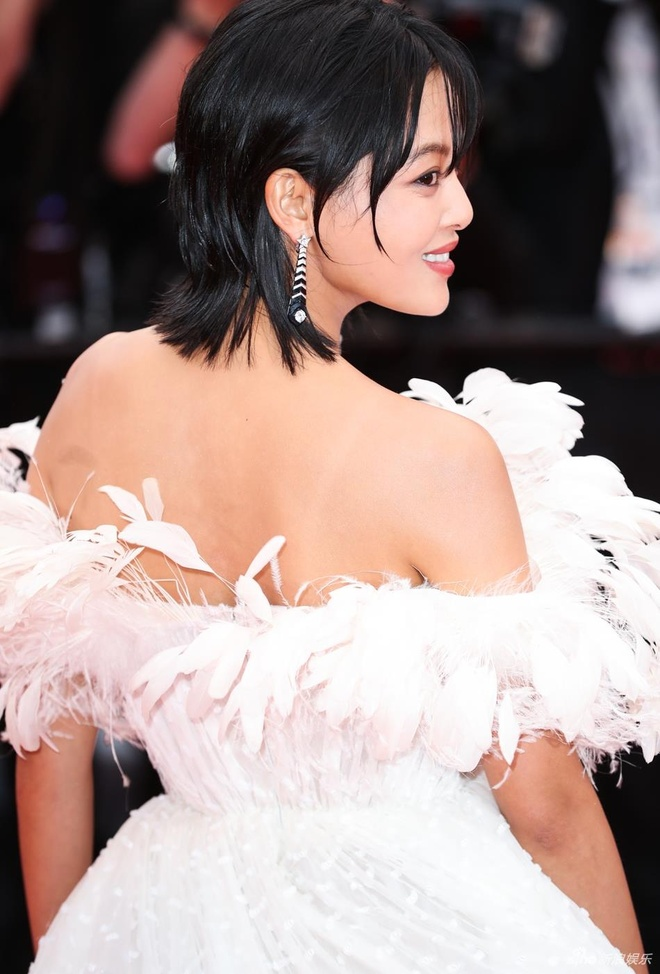 Sao nu Trung Quoc gay chu y o Cannes vi qua giong Song Hye Kyo hinh anh 2