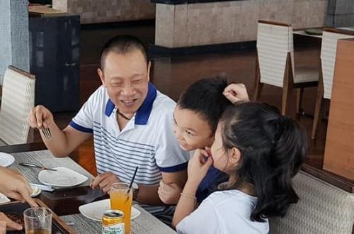 MC Lai Van Sam dang anh ben vo con trong dip sinh nhat 62 tuoi hinh anh 2