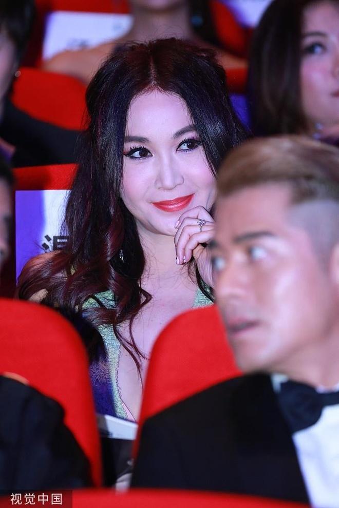 'Bieu tuong sex' Khau Y Nong goi cam tren tham do hinh anh 5