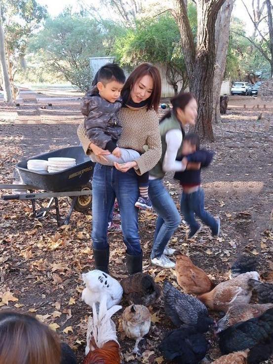 'Qua nhi, co co' Pham Van Phuong - Ly Minh Thuan du lich o Australia hinh anh 6