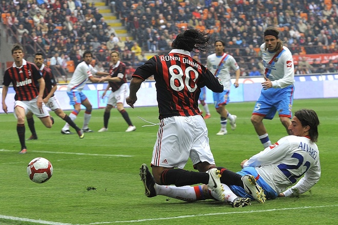 Ronaldinho,  AC Milan,  Pablo Alvarez anh 1