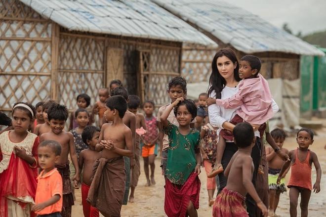 Ve ngoai goi cam cua co gai duoc goi la Angelina Jolie Thai Lan hinh anh 10