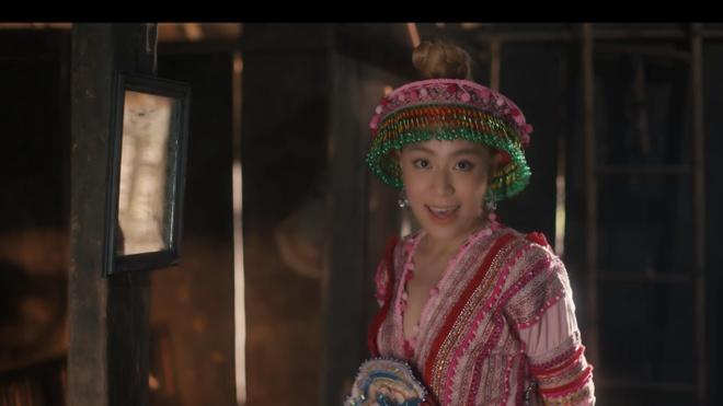 Dan mang thich thu voi 'vu tru van hoc' trong MV cua Hoang Thuy Linh hinh anh 2