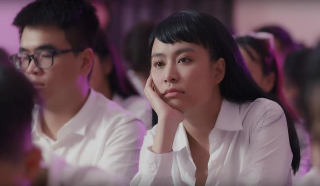 Dan mang thich thu voi 'vu tru van hoc' trong MV cua Hoang Thuy Linh hinh anh 1