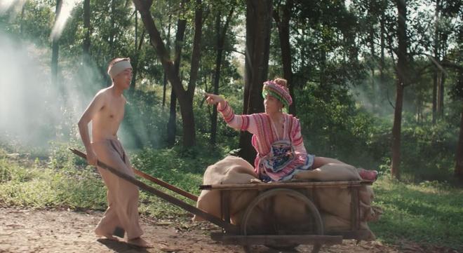 Dan mang thich thu voi 'vu tru van hoc' trong MV cua Hoang Thuy Linh hinh anh 4