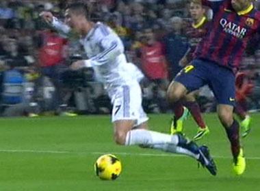 Ronaldo va Bale phat dien vi bi tu choi qua penalty hinh anh