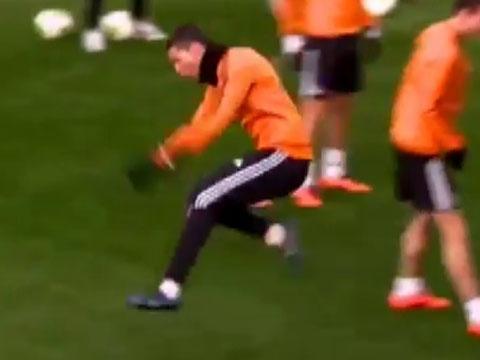 Ronaldo nhu phat cuong sau khi lua Pepe hinh anh